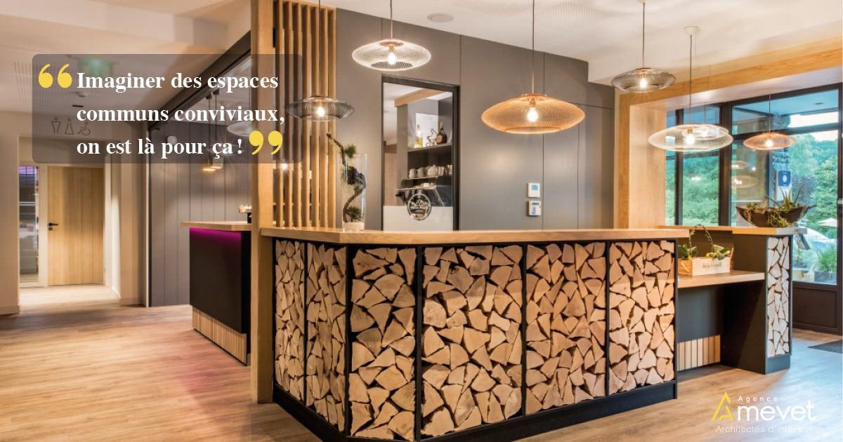 desk de l'hôtel Arcalod à Doussard réalisé par Agence Amevet