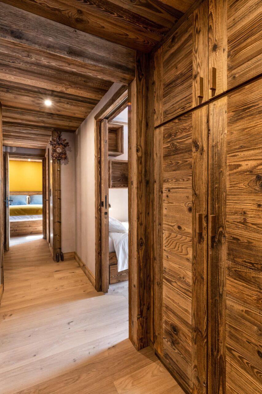 Chalet - couloir en vieux bois