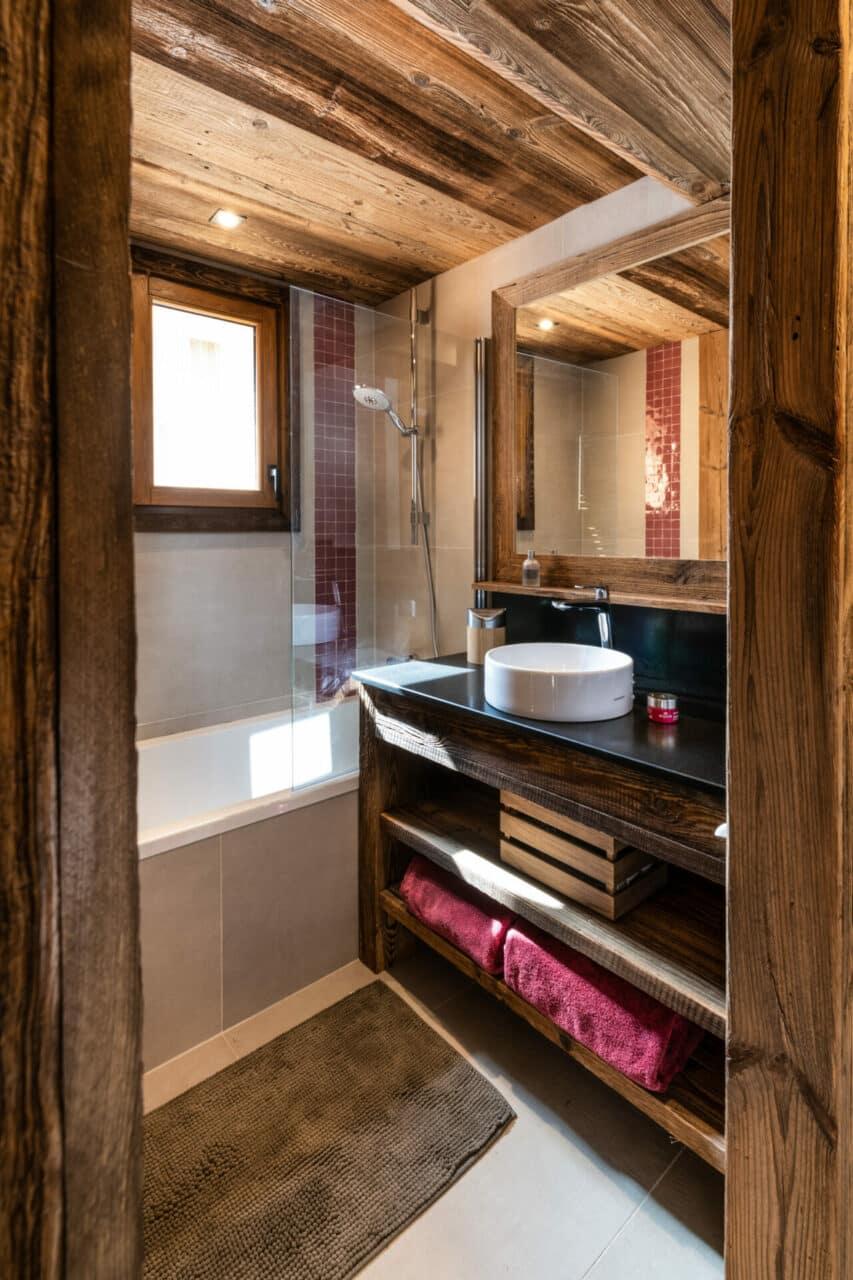 Chalet - salle de bain en vieux bois