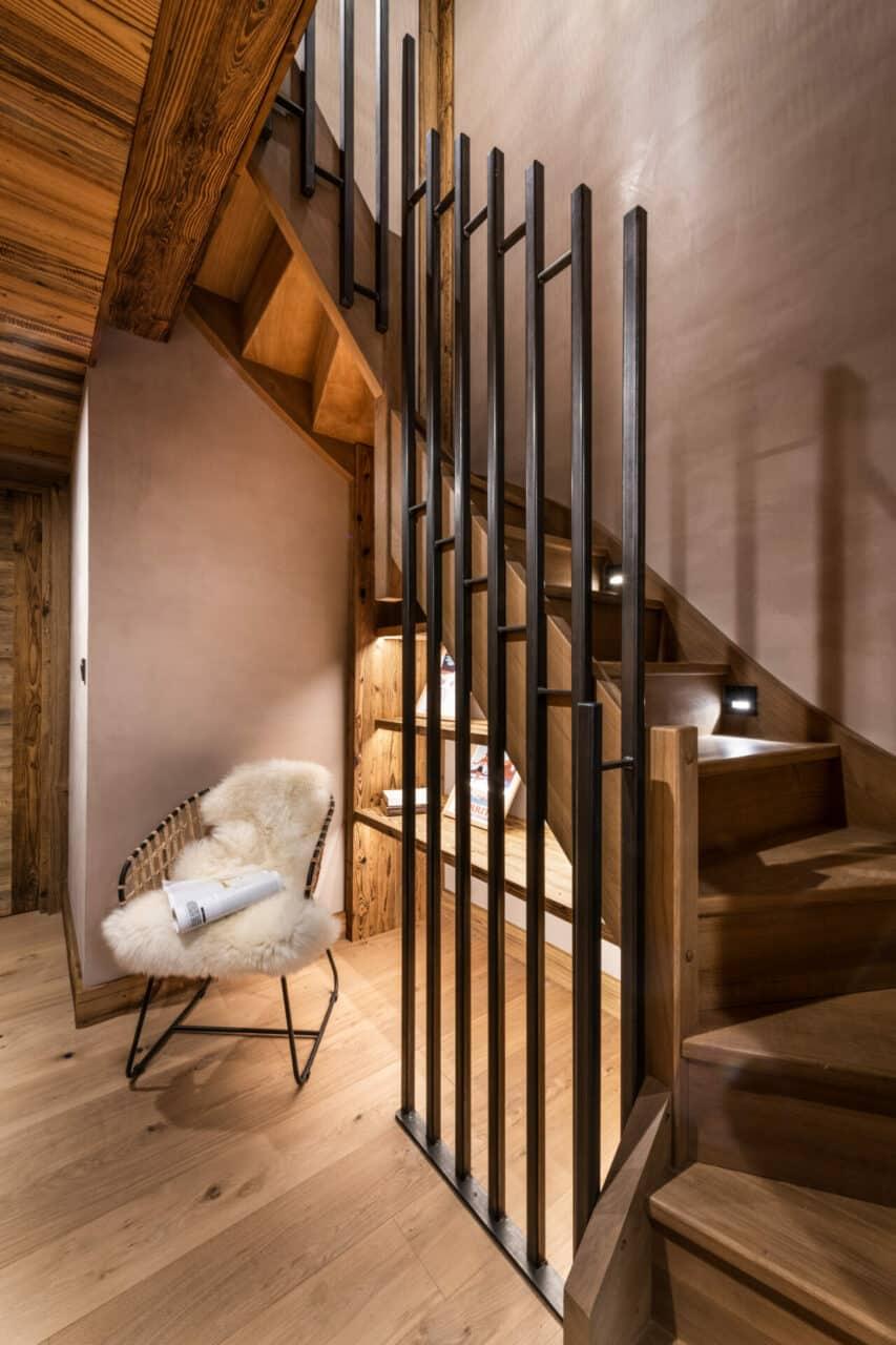 Chalet - décoration chalet - escalier avec garde corp en métal